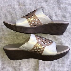 Shoes - Munro Miya Wedge Sandal White Gold Size 9 Leather
